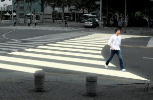 paso peatones con zona curva