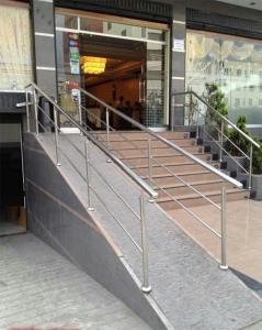 no rampa accesible - pendiente imposible de subir o bajar